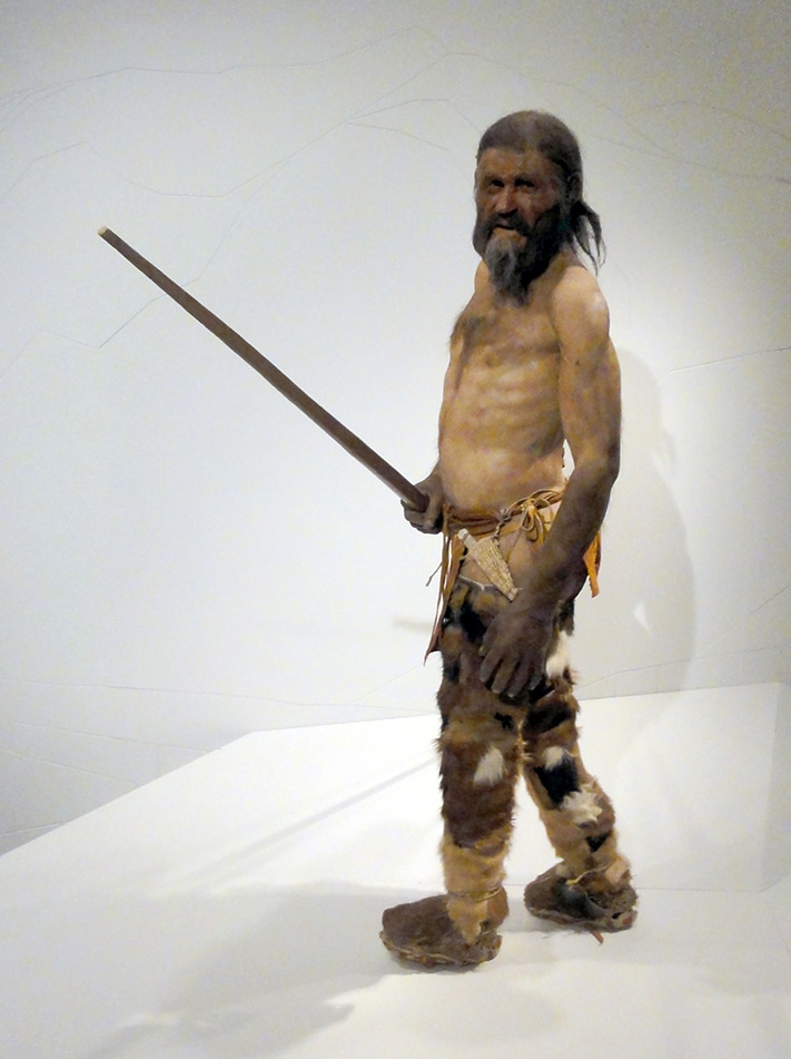 711x951_Ötzi i positur