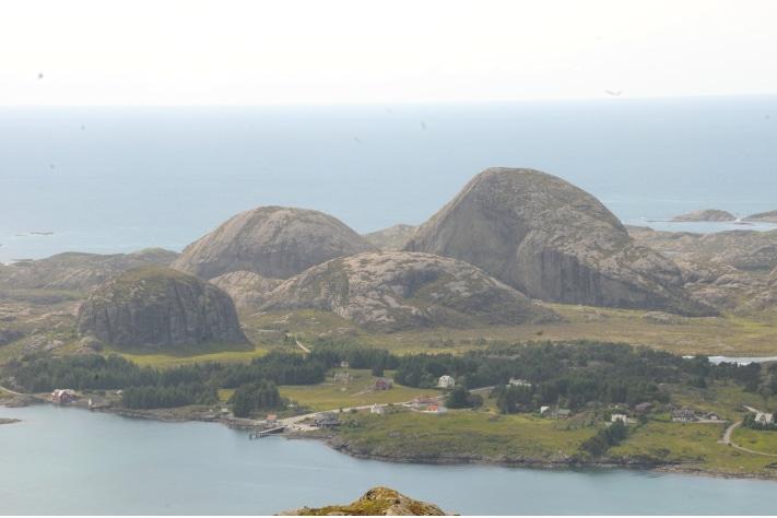 474x711_Kulerunde fjell på Værlandet 1