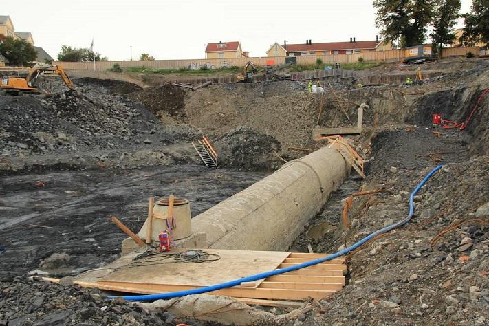 Alunskifer og bekk forsinker byggeprosjekt