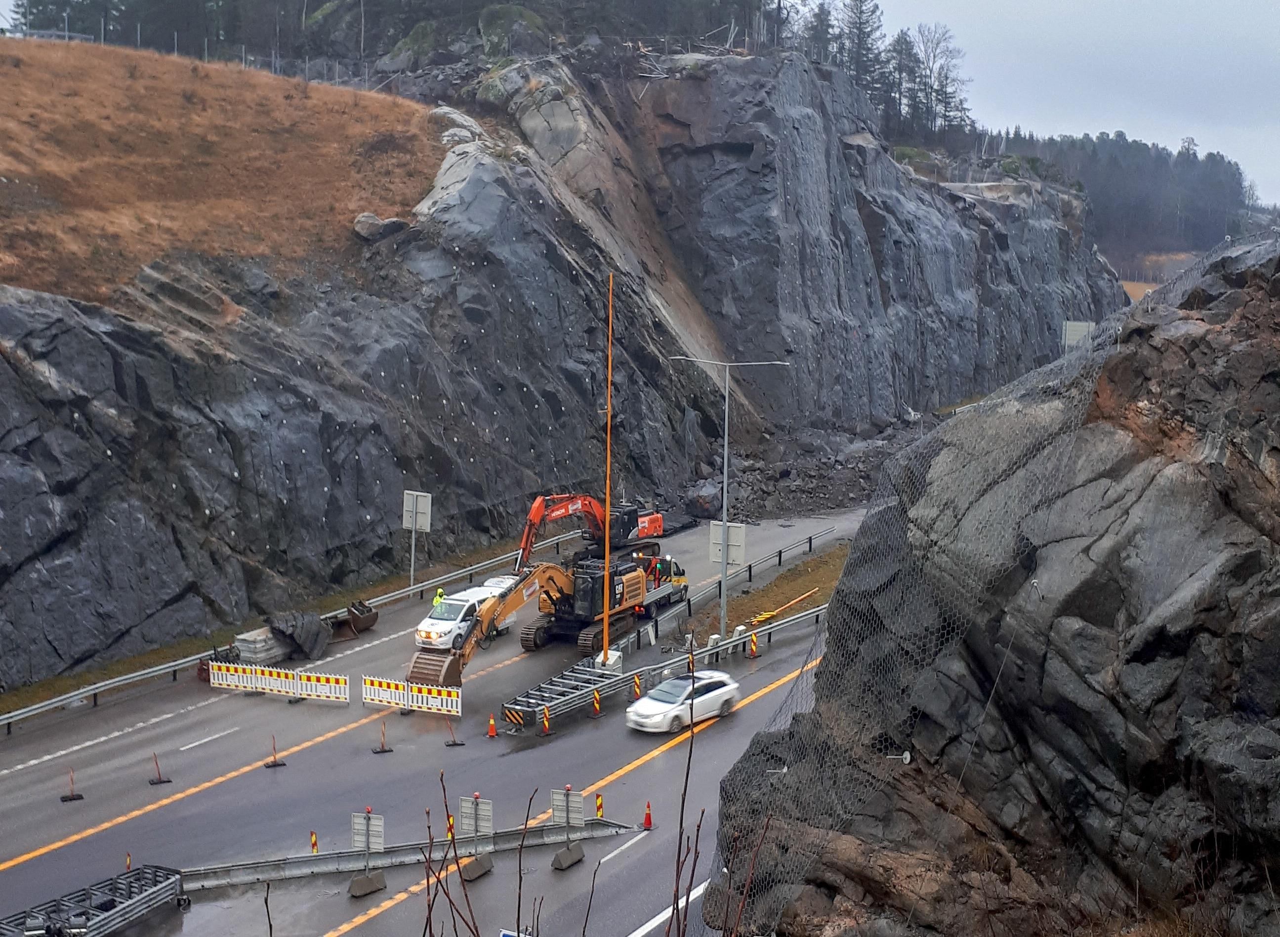 Stort steinsprang over ny motorvei