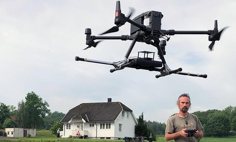Kartlegger Fensfeltet med drone